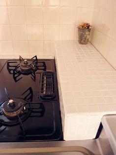 ガスコンロ周りの『隙間』は、こうして解決♪ | お部屋もLife styleも 自分の好きに作れる♥ Kitchen And Kitchenette, Kitchen Appliances, Muji Style, Apartment Projects, Diy Interior, Organization Hacks, Small Spaces, Diy And Crafts, Room