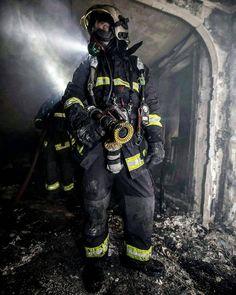 FEATURED POST @pompiers_de_paris - Photo originale E. Thépault Chaque jour une sélection des plus belles photos de cette unité d'élite la Brigade de Sapeurs-Pompiers de Paris. Lorsque vous souhaitez reposter mes photos sur Instagram (indiquées avec H. C) merci de mentionner @pompiers_de_paris dans votre description ! S'il s'agit d'une photo de la BSPP mentionnez leur compte officiel. ___Want to be featured? _____ Use #chiefmiller in your post ... http://ift.tt/2aftxS9 . CHECK OUT! Facebook…