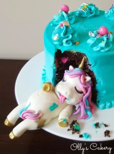 Cute fat unicorn cake ever! Made by Olly's Cakery (New Zealand) Amber Hohepa. Shes made purely out of fondant ♡