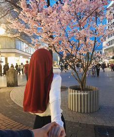 Cekilmesi gerekenlerden Modern Hijab Fashion, Muslim Women Fashion, Hijab Fashion Inspiration, Fashion Muslimah, Abaya Fashion, Cute Muslim Couples, Muslim Girls, Cute Couples Goals, Beautiful Hijab Girl