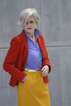 they tone down a boucle blazer to casual chic which is my favorite ootd. and what could be better than pairing both blazer and tee with a skinny jean. 50 Fashion, Look Fashion, Womens Fashion, Colourful Outfits, Colorful Fashion, Stylish Older Women, Color Blocking Outfits, Street Style, Style Challenge
