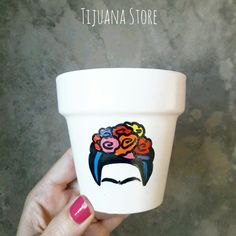 Frida by Tijuana Store macetas pintadas ❤ Painted Clay Pots, Painted Flower Pots, Diy Crafts To Sell, Home Crafts, Pottery Painting Designs, Mexican Crafts, Flower Pot Crafts, Idee Diy, Diy Clay