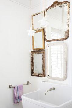 Home Interior Cocina vintage mirrors over minimalist bathroom vanity.Home Interior Cocina vintage mirrors over minimalist bathroom vanity. Minimalist Bathroom, Minimalist Decor, Minimalist Kitchen, Style Vintage, Vintage Design, Bathroom Interior, Home Interior, Parisian Bathroom, Bathroom Vintage