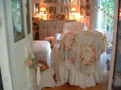 Such a pretty vintage cottage! Love that fabric on the chair!!