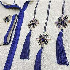 ستيل جديد كيحمق ديال الجلابة 2019 لعاشقات الأناقة Embroidery On Kurtis, Bead Embroidery Patterns, Embroidery Fashion, Beaded Embroidery, Morrocan Kaftan, Moroccan Dress, Abaya Pattern, Neck Pattern, Ways To Lace Shoes