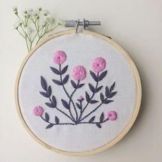 Keeping it Simple on a Sunday . . #handembroidery #embroidery #hoopart #folkart #floralembroidery #flower #nicegirlsneedleclub #dmc_embroidery #stitches #stitching #modernembroidery #contemporaryembroidery #ngncxdmcgiveaway #embroideryinstaguild #makersgonnamake #needleworksociety #embroiderymagazine #stitchersofinstagram