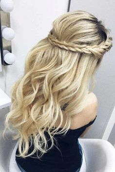 Prom Hairstyles: Here Are The Best Ideas for 2018 ★ See more: http://lovehairstyles.com/prom-hairstyles/
