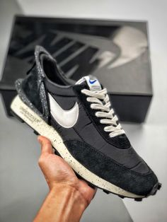 🔥 Daybreak Nike x Undercover 🔥 Direct📩 Nike Shoes, Sneakers Nike, Chunky Sneakers, Undercover, Nike Free, Backpacks, Mens Fashion, My Style, Design Inspiration