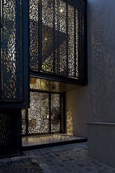 The Maison Escalier screened windows play with light and shape in this french project by Moussafir Architectes Architecture Design, Facade Design, Staircase Design, Wood Cladding, Exterior Cladding, Laser Cut Panels, Wrought Iron Decor, Door Gate Design, Perforated Metal