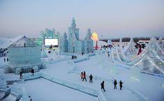 Turistas visitam o festival de gelo e neve em Harbin, na China.  Foto: Wong Song/Xinhua