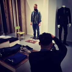 Backstage @bohemian_by_jibodh @ruttjerozay #denimfootwear #bluedaysfootwear #denimshoes #denim #sneakers #denimlovers #rotterdam