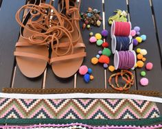 Discover recipes, home ideas, style inspiration and other ideas to try. Hippie Shoes, Estilo Hippy, Pom Pom Sandals, Embellished Shoes, Boho Sandals, Shoe Art, Diy Arts And Crafts, Hippie Chic, Cute Shoes