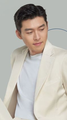 Handsome Faces, Hyun Bin, Funny Moments, Korean Actors, Korean Drama, Famous People, Glamour, Guys, Celebrities