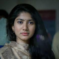 Beautiful Girl Indian, Beautiful Indian Actress, Samantha Biography, Sai Pallavi Hd Images, Beautiful Heroine, Hema Malini, South Actress, Hd Photos, Indian Actresses