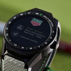 Tag Heuer Connected Modular Golf Edition: A special edition to improve your game on golf courses around the world. Tag Heuer Automatic, Automatic Watches For Men, Tag Heuer Aquaracer Ladies, Tag Heuer Glasses, Latest Smartwatch, Gentleman, Swiss Watch Brands, Tag Heuer Professional, Tag Heuer Monaco