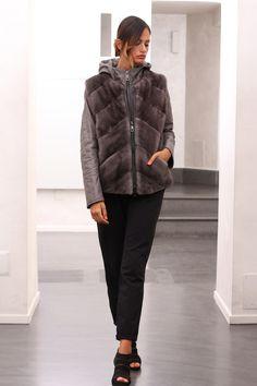 Leather Jacket with Blue Iris Mink Vest with zip. Giacca di pelle con Gilet di visone con zip. #elsafur #fur #furs #furcoat #mink #vest #gilet #jacket #giacca #peliccia #pellicce