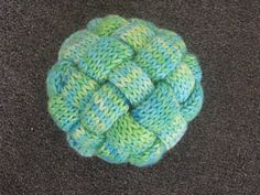 Ravelry: Gevlochten Bal / Braided Ball pattern by Marleen Hartog