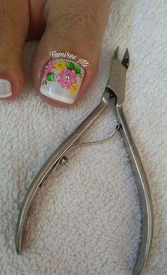 As unhas decoradas se tornaram febre no mundo todo, pois, é muito comum encontrar mulheres de todas as idades que não abrem mão de um visual caprichado complementado por uma unha decorada. Nos dias de hoje está cada vez mais difícil encontrar tempo para fazer as unhas em casa ou num salão de beleza, por… Pedicure Nail Art, Toe Nail Art, Cute Toe Nails, Cute Toes, Nail Art Designs, Hair Beauty, Nice Nails, Nail Arts, Nails 2018