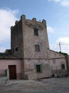 Torre Rubia en los Molinos Marfagones, Campo de Cartagena. Fortificación rural de planta cuadrangular, a tres alturas y almenas.