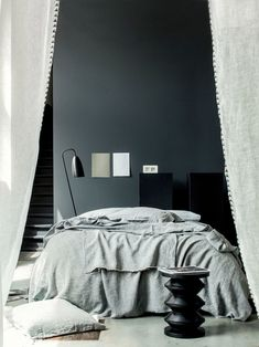 Repaint a wall in anthracite gray Furniture, Interior Design Inspiration, Home Decor, Home Deco, Minimalist Bedroom, Bed, Room Colors, Interior Design, Bedroom