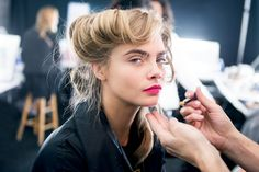 Model Cara Delevingne prepares backstage at Diane Von Furstenberg during Fall 2013 Mercedes-Benz Fashion Week at The Theatre at Lincoln Center on February 2013 in New York City. Get premium, high resolution news photos at Getty Images Eyebrow Makeup Products, Best Eyebrow Makeup, Eyebrow Pencil, Skin Makeup, Cara Delevingne, New York Fashion, London Fashion, Beauty Trends, Beauty Hacks