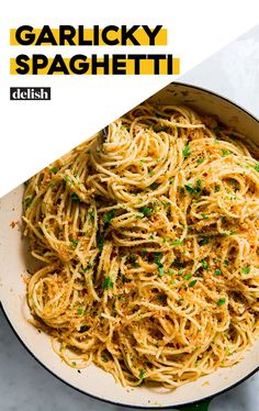 Garlicky Spaghetti Anchovies are totally optional in this recipe. Garlic Spaghetti, Spaghetti Recipes, Pasta Recipes, Gourmet Recipes, Vegetarian Recipes, Dinner Recipes, Cooking Recipes, Healthy Recipes, Easy Cooking