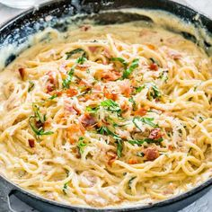 Creamy Carbonara - Jo Cooks This Creamy Carbonara is a plate of heavenly, creamy pasta. Silky spaghetti with crispy pancetta in a super creamy and cheesy sauce. Simply delicious and so easy to make them at home. Chicken Carbonara Pasta, Carbonara Recept, Creamy Carbonara Pasta, Spaghetti Carbonara Recipe, Best Carbonara Recipe, Rachel Ray Carbonara Recipe, Olive Garden Carbonara Recipe, Pasta With Bacon, Al Dente