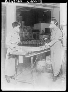 The women workers of WWI are the definition of empowerment - Women working in a factory in America.