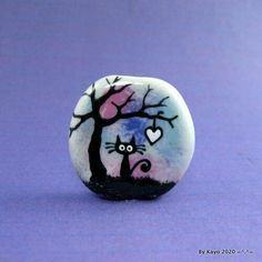 Pebble Painting, Pebble Art, Stone Painting, Painted Rock Animals, Painted Rocks, Rock Crafts, Arts And Crafts, Bee Creative, Halloween Rocks