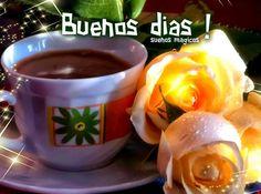 Rosas amarillas junto a café para dar los Buenos dias