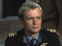 David McCallum is Eric Ashley-Pitt, flight lieutenant in the RAF and a key member of the escape plan. Description from sittinonabackyardfence.com. I searched for this on bing.com/images