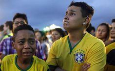 Criança chora no Rio ao ver o Brasil perder a Copa do Mundo na semifinal