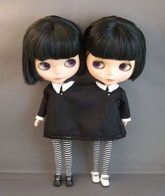I never thought about this, but customizing my blythes to be conjoined twins is kinda brilliant, considering my obsession with circus and carnival history