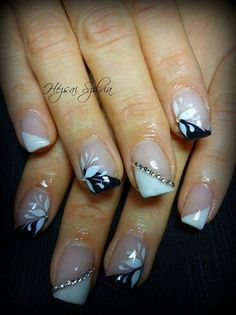21 Popular White And Black Nail Designs - Nail Art Fabulous Nails, Gorgeous Nails, Pretty Nails, Nail Art Designs, Black Nail Designs, Pedicure Designs, Nails Design, Nailart, Elegant Nails