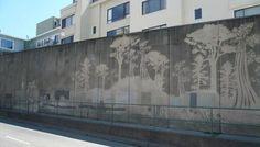 スプレー缶を使った落書きとは逆の発想で、街の壁の汚れを落とすことで描くストリートアート「リバースグラフィティ」。これなら怒られない。 pic.twitter.com/imbM4jsxXA