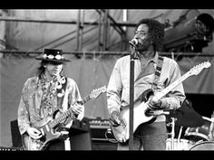 Stevie Ray Vaughan & Buddy Guy / Stormy Monday Blues Buddy Guy, Stevie Ray Vaughan, Eric Clapton, Lynn Goldsmith, Classic Blues, Classic Rock, Delta Blues, Blues Artists, Music Artists