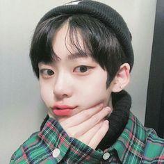 Korean Boys Hot, Korean Boys Ulzzang, Ulzzang Boy, Korean Couple, Cute Asian Guys, Pretty Asian, Asian Short Hair, Korea Boy, Top Hairstyles