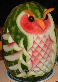 Carving food is fun! We've carved a rose from a tomato and made a simple punch bowl from a watermelon. Of all fruits, watermelon is the easiest to carve. Here are some amusing edible crafts m… L'art Du Fruit, Deco Fruit, Fruit Art, Fresh Fruit, Fun Fruit, Fruit Ideas, Fruit Cakes, Fruit Salads, Food Ideas