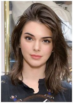 Cute Shoulder Length Haircuts for Women in 2019 Shoulder length haircut is stylish and practical. If you have very long hair and you want to change your appearance but are not ready to cut your hair short, shoulder length is the right choice to … Kendall Jenner Outfits, Kendall Jenner Make Up, Kendall Jenner Haircut, Kendall Jenner Modeling, Kendal Jenner Hair, Kendall Jenner Young, Kendall Jenner Hairstyles, Kendall Jenner Workout, Cute Shoulder Length Haircuts