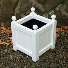 Classic - Small with finials in Arctic White