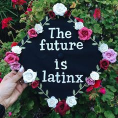 Latina graduation caps with Spanish quotes, the Mexican flag and more. Creative decoration ideas that are perfect for graduation. Graduation Cap Toppers, Graduation Cap Designs, Graduation Cap Decoration, Graduation Party Decor, Graduation Gifts, Grad Cap, Graduation Balloons, Graduation Ideas, College Graduation Pictures