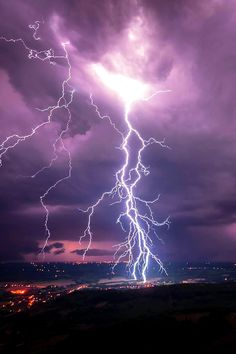 Ideas Rain Photography Nature Thunderstorms Lighting For 2019 Lightning Photos, Ride The Lightning, Thunder And Lightning, Lightning Strikes, Lightning Storms, Lightning Photography, Storm Photography, Nature Photography, All Nature