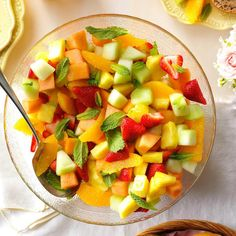 Fresh Fruit Bowl Recipe -The glorious colors used here make this a great summer salad. Slightly sweet and chilled, it makes a nice accompaniment to a grilled entree. Brunch Dishes, Brunch Recipes, Easter Recipes, Breakfast Recipes, Diabetic Breakfast, New Fruit, Fresh Fruit, Mixed Fruit, Fruit Juice