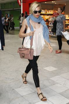 Sienna Miller Photos - Sienna Miller Spotted At Nice Airport Wearing The New Coccinelle Arlettis Bag - Zimbio