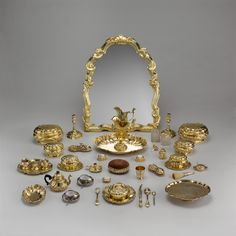 Toilet set of an high ranking aristocrat. Germany 174345. (More pictures in comments) [4000x4000] [OS]
