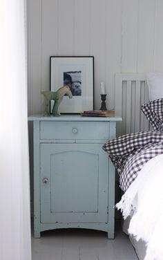Klassisk idyll i Bergen Decor, Furniture, Beautiful Bedrooms, Cottage Style, Painted Furniture, Beautiful Furniture, Home Decor, Scandinavian Decor, Inspiration