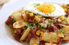 This corned beef hash recipe is a hearty dish using deliciously wholesome ingredients. It's great for brunch or comfort food and so easy to make too! Corned Beef Hash, Corned Beef Recipes, Sausage Recipes, Best Dinner Recipes, Brunch Recipes, Budget Recipes, Cheap Recipes, Free Recipes, Cheap Meals