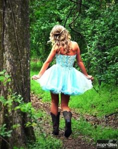 Cute Homecoming Picture Poses | pinned by sheri merritt