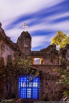 Entre ruinas y fe. Una de las ruinas de La Antigua Guatemala, las ruinas de San Francisco.