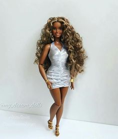 Curvy Barbie Beautiful Barbie Dolls, Vintage Barbie Dolls, Pretty Dolls, Fashion Royalty Dolls, Fashion Dolls, Fashion Outfits, Barbie Gorda, Original Barbie Doll, Afro